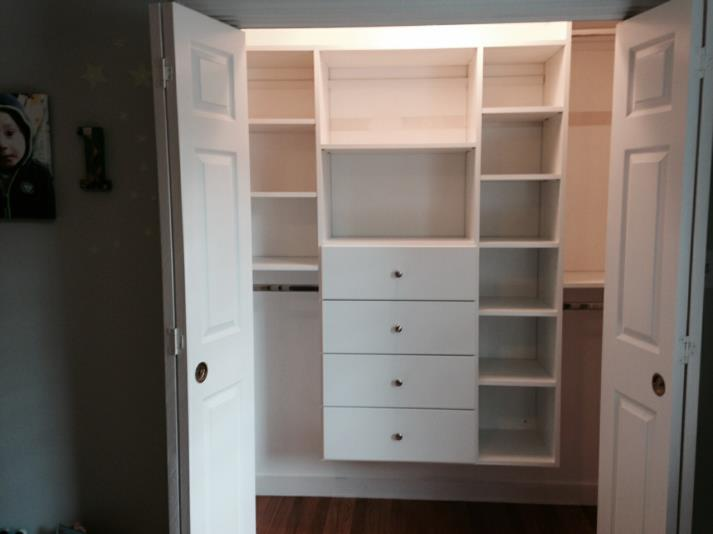 http://www.closet-solutions.com/drawers_in_reachin.maher_op_713x534.jpg